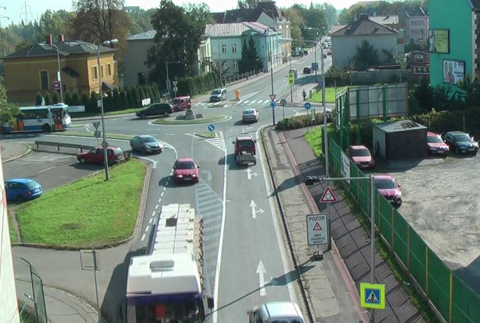 Video of a building first bonded roundabout in Czech