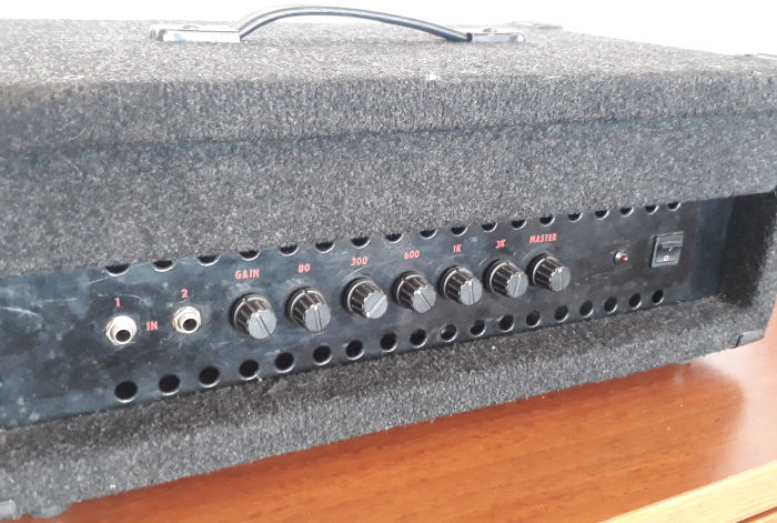Amplifier 200W for bass guitar
